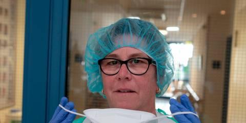 Krankenschwester Blaue Handschuhe Blowjob