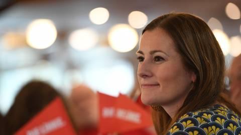 """Janine Wissler und zwei anderen Politikerinnen der Linken bekommen mehrfach Drohschreiben, in denen ein """"Todesurteil"""" verhängt wird. Foto: Angelika Warmuth/dpa"""