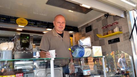 50 Jahre Jahrmarkt feiert Walter Roos aus Planig. In seiner Crêperie in der Brulljesmacher Stroß bietet er mehr als 50 Sorten der süßen und herzhaften Leckereien an. Foto: Heidi Sturm