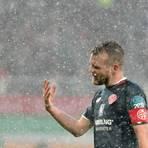 Daniel Brosinski von Mainz 05 im Spiel gegen FC Augsburg.  Foto: dpa