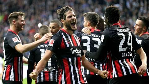 Im Hinspiel hatte Eintracht Frankfurt noch 5:1 gegen Bayern München gewonnen. Doch nun geht es für die Hessen in die Allianz Arena.  Archivfoto: dpa