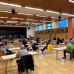 In der Mehrzweckhalle in Krofdorf-Gleiberg hat sich die neue Gemeindevertretung der Gemeine Wettenberg konstituiert. Foto: Theis