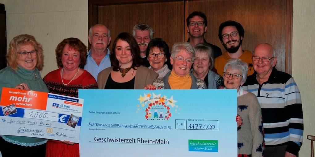 Brombacher Ehepaar übergibt Geschwisterzeit Rhein-Main fast 12.000 Euro