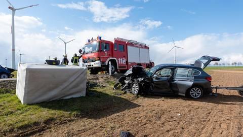 Wegen eines Unfalls musste die K 29 bei Hangen-Weisheim für mehrere Stunden gesperrt werden. Foto: pakalski-press/Carsten Selak