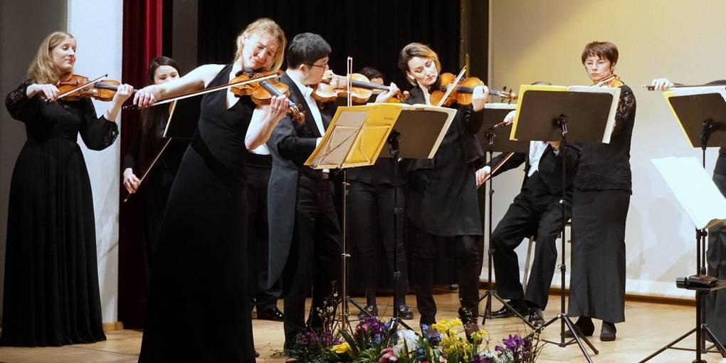 Stuttgarter Kammerorchester spielt Mozart bis Schönberg