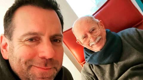 """Werner Hansch (rechts) und Matthias Distel alias """"Ikke Hüftgold"""" sind Freunde geworden. Der ehemalige Sportreporter sucht derzeit in Limburg eine Wohnung. Foto: Matthias Distel"""