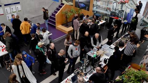 """Zahlreiche Anregungen für die Freizeitgestaltung gibt es auf der """"Maker Faire"""". Foto: Andreas Kelm"""