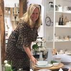 Marion Hoffmann-Sommer in ihrem Geschäft in der Frankfurter Straße. Foto: Wohnreich