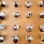 Abitur in Zeiten der Pandemie: Die Abschlussklassen werden weiterhin in der Schule unterrichtet. Symbolfoto: Sebastian Kahnert/dpa