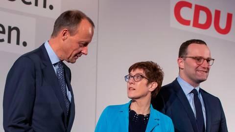 Sie hatten 2018 nach dem CDU-Chefposten gegriffen: Friedrich Merz (v. l.), Annegret Kramp-Karrenbauer und Jens Spahn. Foto: dpa