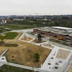 Jetzt muss das Grün auf dem neuen Quartiersplatz in der Lincoln-Siedlung noch gedeihen. Foto: Guido Schiek