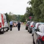Immer wieder müssen Ordnungsbehörden wegen zugeparkter Durchfahrtswege anrücken. Foto: BilderKartell/Boris Korpak