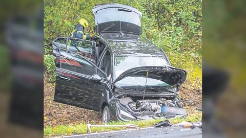 Am Montagnachmittag sind auf der B275 zwischen dem Kreisel am Idsteiner Nassauviertel und der Abfahrt nach Wörsdorf zwei Autos zusammengestoßen. Foto: Wiesbaden112.de