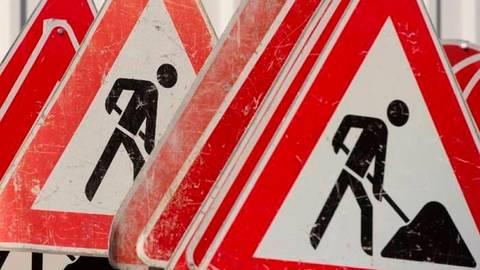 Ab Donnerstag, 1. April, ist der Bahnübergang in Niederselters gesperrt. Symbolbild: dpa Baustelle Symbolbild: dpa