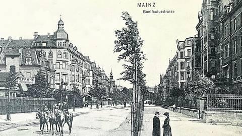 Die Bonifaziusstraße, hier Blickrichtung Süden, wird 1917 nach dem Retter Ostpreußens, Generalfeldmarschall Paul von Hindenburg, dem späteren Reichspräsidenten benannt. Foto: Sammlung Bermeitinger
