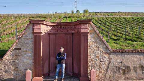 Gunter Künstler bewirtschaftet nun die Weinberglage Marcobrunn in Erbach im Rheingau. Die dortigen Weine begeisterten 1854 schon Theodor Fontane. Foto: Weingut Künstler