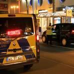 Oft richten die Ordnungspolizisten mobile Fahrzeugkontrollstellen wie vor dem Freibad ein. Die gestoppten Fahrer müssen ab 22 Uhr einen triftigen Grund für ihre Reise angeben.  Foto: Pascal Reeber