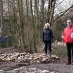 Freuen sich über die Renaturierung des Teichs ((v.li.): Lisa-Marie Luley, Sabine Kröhle und Stefan Jouaux. Foto: pp/Boris Korpak