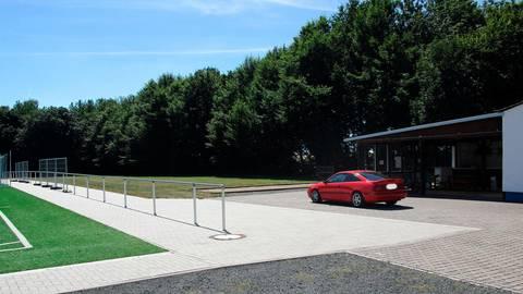 Die für das neue Bürgerhaus in Ahlbach vorgesehene Fläche befindet sich hinter dem Sportplatz im Anschluss an das Sportlerheim des TuS.  Foto: Stadt Limburg