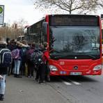 Normalerweise herrscht reges Gedränge an der Bushaltestelle am BIZ, in diesen Tagen aber nicht. Die Busfahrer streiken. Archivfoto: pakalski-press/Christine Dirigo