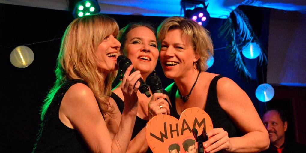 """""""Wham"""" müssen beim """"Sülze-Medley""""von (v. l.) Elke Diepenbeck, Nanni Byl und Annika Klar herhalten. Foto: Andreas E. Müller"""