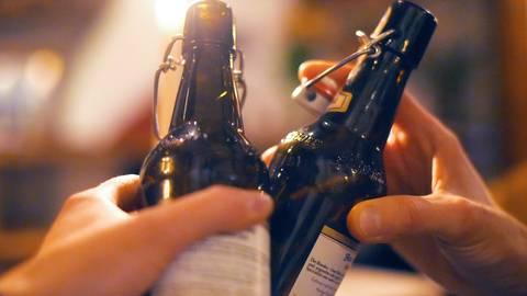 Der Verzicht auf Genussmittel, wie Alkohol, findet immer mehr Befürworter.  Foto: dpa