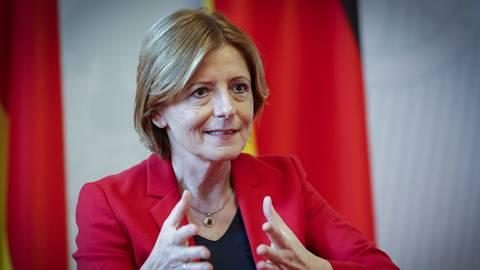 """Wie geht es weiter in der Coronakrise? """"Wir werden weiter mit Hochdruck impfen, es ist Land in Sicht"""", sagt Ministerpräsidentin Malu Dreyer.          Foto: Sascha Kopp"""