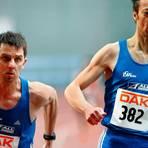 Andreas Hein (l.), der in dieser Szene von seinem Wetzlarer Kollegen Gunter Berhhard gerade das Staffelholz übernommen hat, liegt in der U20-Kreisbestenliste der 400-Meter-Läufer mit seiner 1996 aufgestellten Bestmarke nach wie vor vorne.   Foto: Wolfgang Birkenstock
