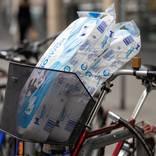 Viele Supermärkte und Discounter beschränken wieder den Mengenverkauf von Toilettenpapier. Symbolfoto: dpa