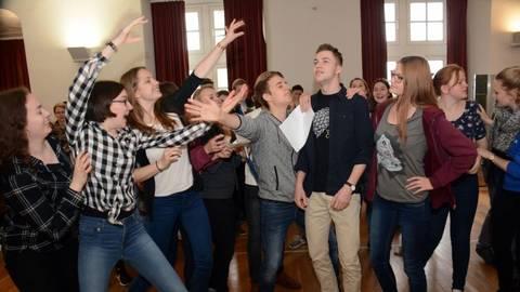Die Schülerinnen und Schüler der Pestalozzischule Idstein üben noch eifrig.Foto: wita/Martin Fromme  Foto: wita/Martin Fromme