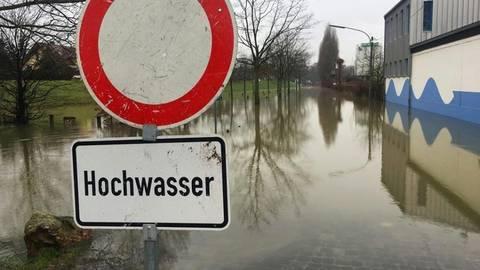 Nur vier Zentimeter Hochwasser mehr und das Bootshaus wäre auch innen nass geworden.Foto: Feuerwehr Ingelheim  Foto: Feuerwehr Ingelheim