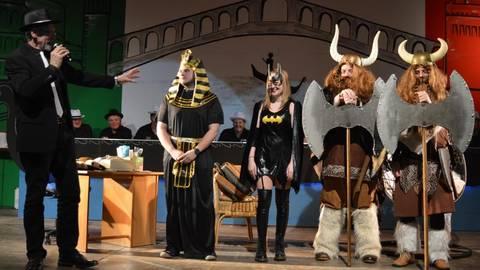 Die Gewinner des Kostümwettbewerbs der Grebenauer Elferratssitzung.Fotos: Buchhammer  Foto: