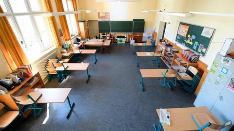 Am Montag beginnt auch in Mittelhessen nach sechs Wochen Schließung wegen der Corona-Pandemie die Schule wieder. Foto: dpa