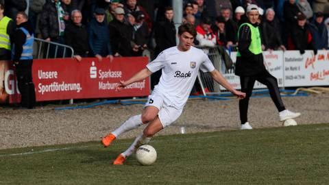 Jascha Döringer, hier ein Foto aus der vergangenen Saison, erzielt das wichtige 2:0 bei Stadtallendorfs Auswärtssieg in Balingen.  Archivfoto: Luca Raab