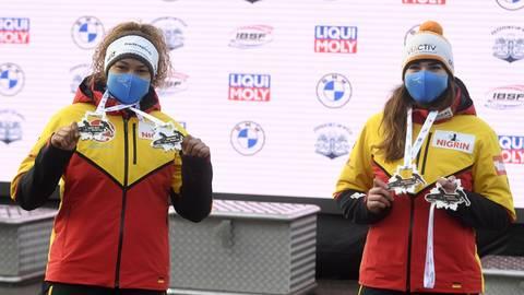 Zwei Wiesbadener Medaillengewinnerinnen beim Weltcup-Auftakt in Sigulda: Anschieberin Vanessa Mark (links) fuhr mit Mariama Jamanka zu Gold, während Pilotin Kim Kalicki Bronze holte. Foto: dpa