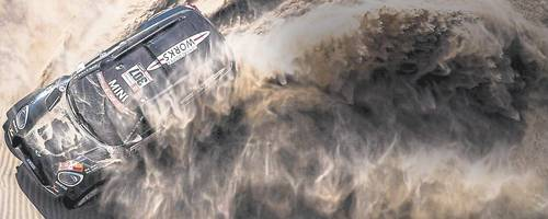 Der Spanier Nani Roma steuert einen Mini auf Platz zwei der Rallye Dakar. Foto: X-Raid