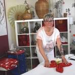 """Die gebürtige Tschechin Lenka Silhakova hat ihr """"Handwerk"""" an einer Massageschule in Prag erlernt. Foto: Wolfgang Kühner"""