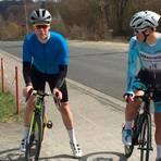 Daniel Novak (r.) und sein Freund Jonas Schmidt wollen es wissen und am 1. Mai 8849 Höhenmeter bezwingen. Foto: Heike Pöllmitz