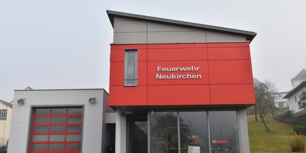 Das Feuerwehrgerätehaus in Neukirchen ist intakt. Was fehlt sind ausreichend Einsatzkräfte. Foto: Jenny Berns