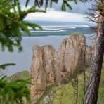 Die Lenafelsen säumen über eine Strecke von rund 80 Kilometern das Ufer der Lena. Foto: Carsten Heinke