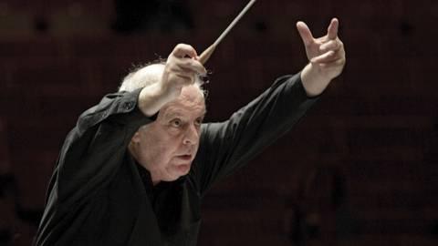 Der Pianist und Dirigent Daniel Barenboim und das von ihm geleitete West-Eastern Divan Orchestra werden mit dem Rheingau-Musik-Preis 2020 ausgezeichnet Foto: dpa