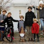 Großfamilie im Lockdown: Sigita Urdze (vierte von rechts) mit ihren Kindern (von links) Mattis (15), Toms (13), Laima (5), Maris (6), Janis (4), Indra (18) und Daina (10).  Foto: Andreas Kelm