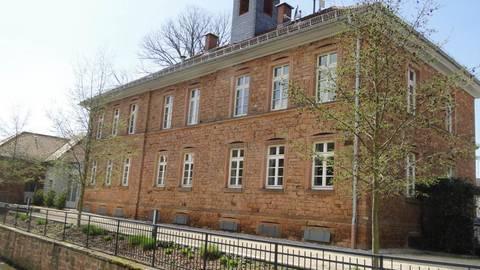 Das Dorfzentrum Bleichenbach ist ein Beispiel für die Möglichkeiten, freiwillige Leistungen einzusparen, dadurch aber auch ehrenamtliche Arbeit und soziale Strukturen zu gefährden. Foto: Potengowski