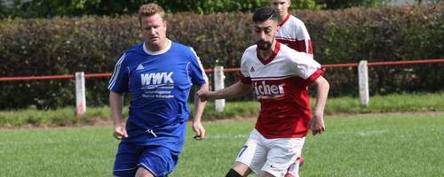 Sascha Bingel (links) bleibt der SG Nieder-Mockstadt/Stammheim als Spielertrainer in der Saison 2019/20 erhalten. Foto: Archiv/sen
