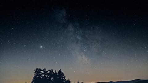 Ungetrübter Blick in den Nachthimmel: In der Rhön herrschen beste Bedingungen für Sternengucker. Foto: Meike Mittmeyer-Riehl