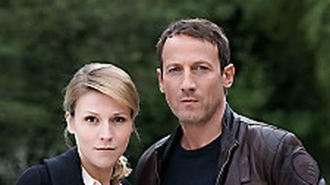 Grosz (Franziska Weisz) und Falke (Wotan Wilke Möhring) werden ein Team.  Foto: NDR/Marion von der Mehden