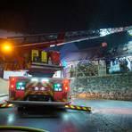 Die Drehleiter im Einsatz beim Brand in Steinberg. Foto: Potengowski