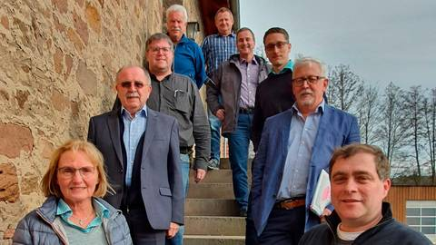 Lars Wicke (vorne rechts) löst Friedel Kopp (2.v.l.) ab. Foto: Freie Wähler