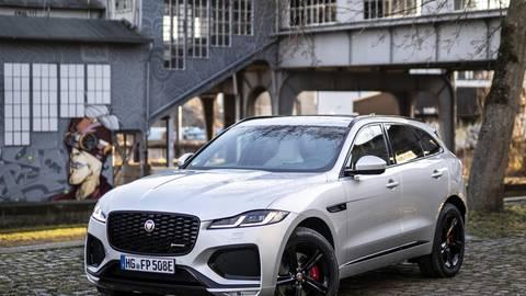 Der Jaguar F-Pace ist jetzt auch als Plug-in-Hybrid erhältlich. Er soll rein elektrisch 59 Kilometer weit kommen. Foto: Jaguar Land Rover