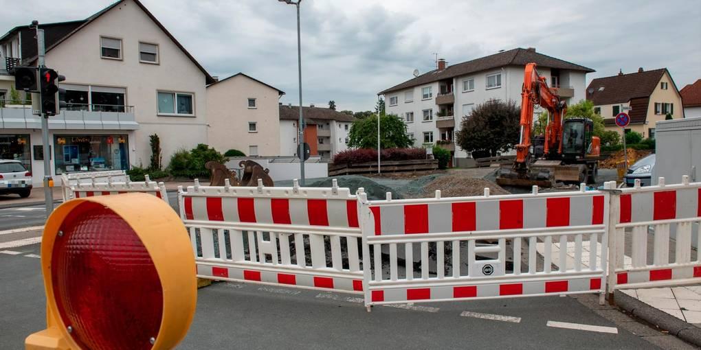 Der Ausbau der Leuner Straße ist in der letzten Phase. Derzeit ist die Zufahrt in den Burgsolmser Weg gesperrt.  Foto: Jenny Berns